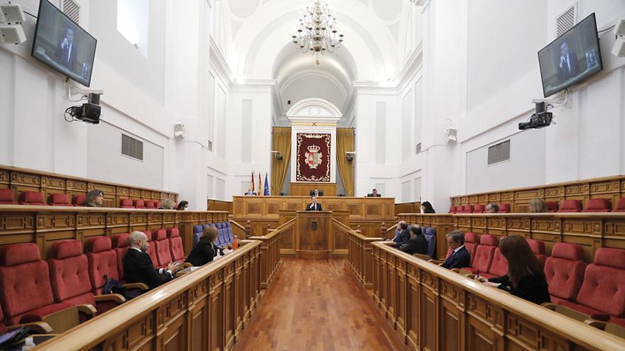 El salón de plenos semivacío el pasado 2 de mayo en las Cortes de Castilla-La Mancha