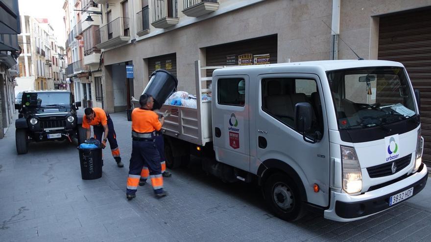 Ontinyent contrató de urgencia a una empresa para que recogiera las basuras de las calles