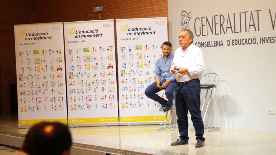 El conseller de Educación, Vicent Marzá (en segundo plano), presenta junto al secretario autonómico Miquel Soler los datos del nuevo curso escolar
