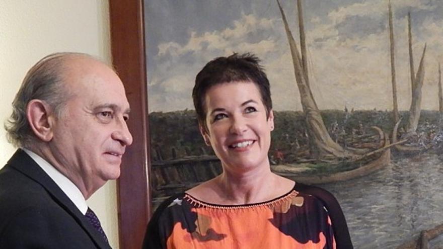 El ministro del Interior, Jorge Fernández Díaz, junto a la representante de Acnur en España,  Francesca Friz-Prguda, durante su reunión celebrada este jueves/ Ministerio del Interior