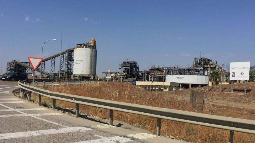 Acceso a las instalaciones de Cobre las Cruces, a unos 6 kilómetros de Gerena.