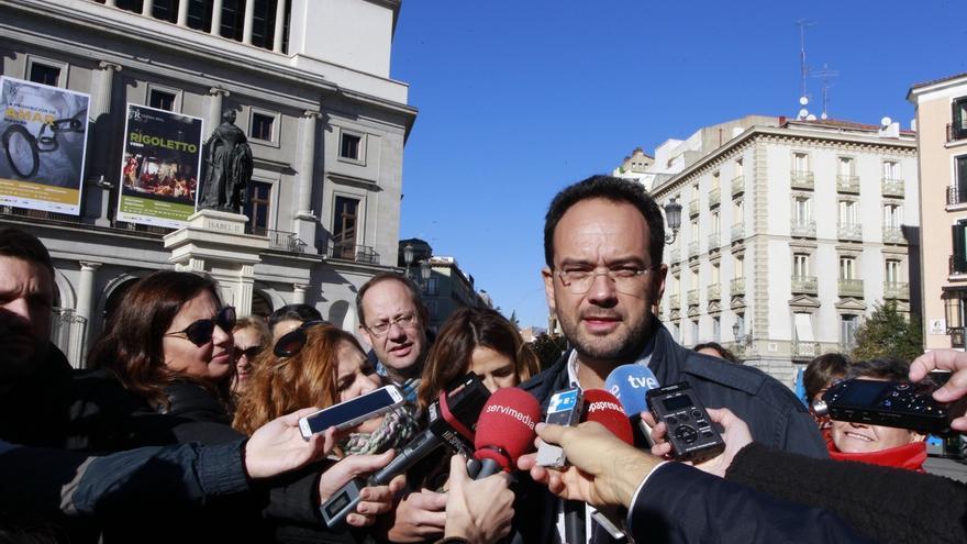 """Hernando (PSOE) dice que sólo hay un partido socialdemócrata y los demás son """"imitaciones o se quieren disfrazar"""""""
