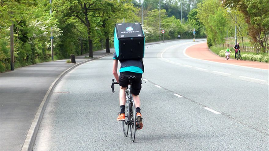 Los 'riders' de Deliveroo no prestarán servicio entre las 20 y las 24 horas del próximo domingo
