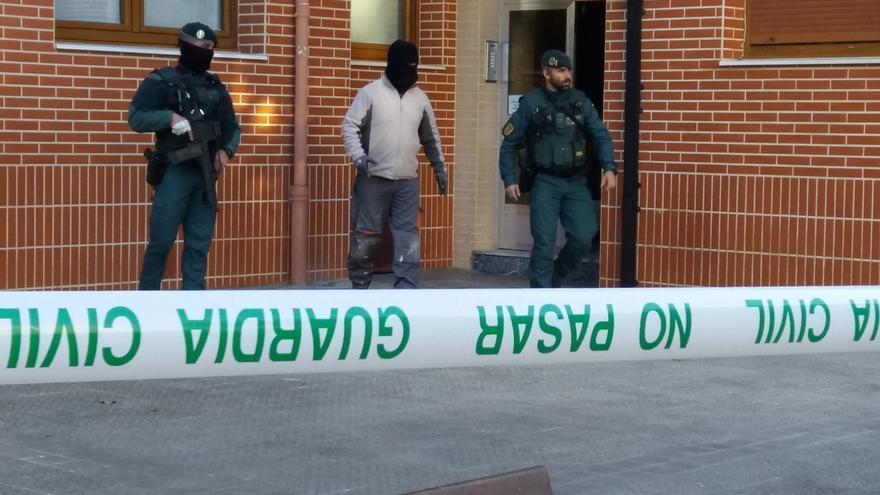Guardia Civil desarticuló 6 bandas criminales en Euskadi de tráfico de drogas y trata de mujeres, con 137 detenidos