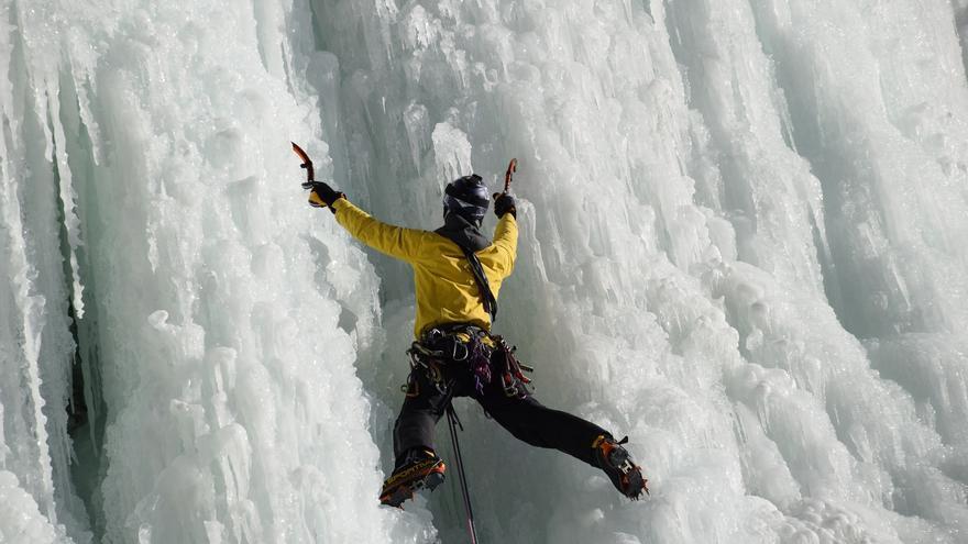 En la cascada 'Katu-Yarik' (© Anton Fontdevila).