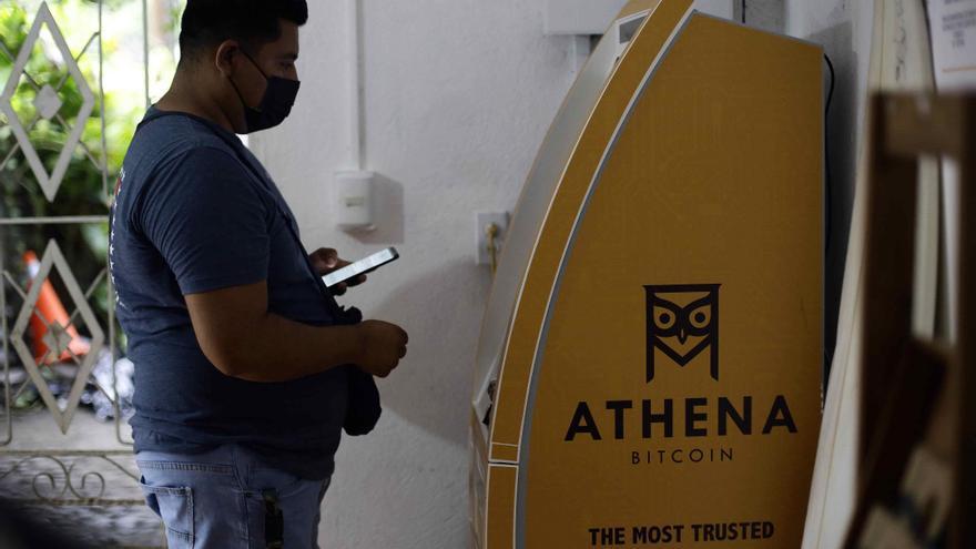 Donaciones y pandemia consolidaron la economía de bitcóin en una playa salvadoreña