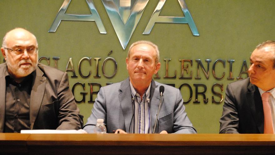 Cristóbal Aguado ha renovado parte de su directiva