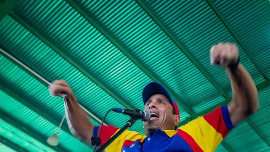 La Contraloría de Venezuela inicia una investigación contra el opositor Capriles