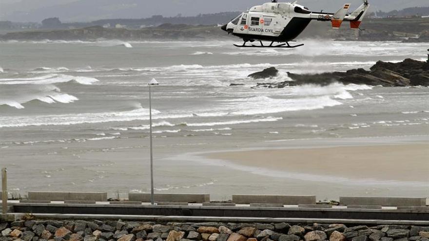 Localizan el cadáver de un hombre flotando en una playa de Oleiros (A Coruña)