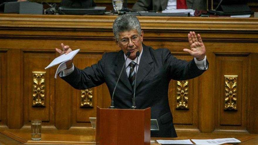 La oposición venezolana acuerda que el próximo presidente renunciará a la reelección