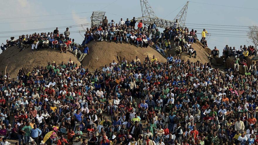 La huelga sigue en la mina de Marikana mientras continúan los contactos para un acuerdo de paz
