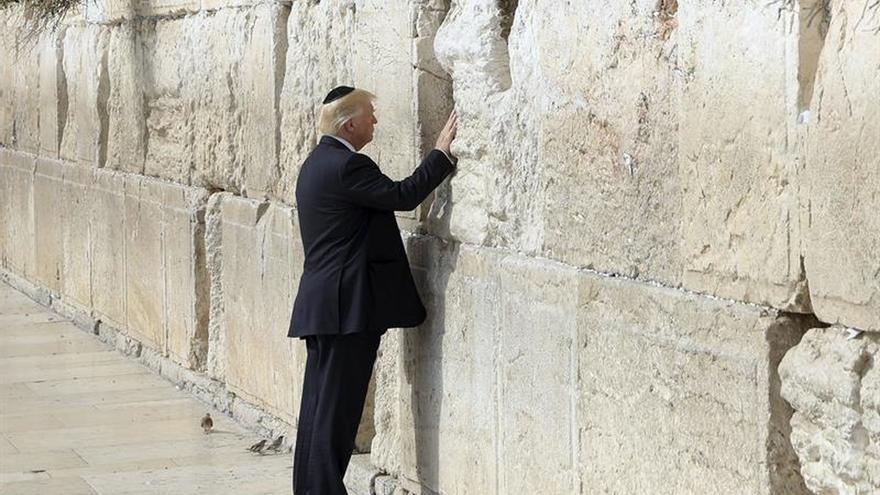 Trump, el primer presidente de EEUU que visita el Muro de las Lamentaciones