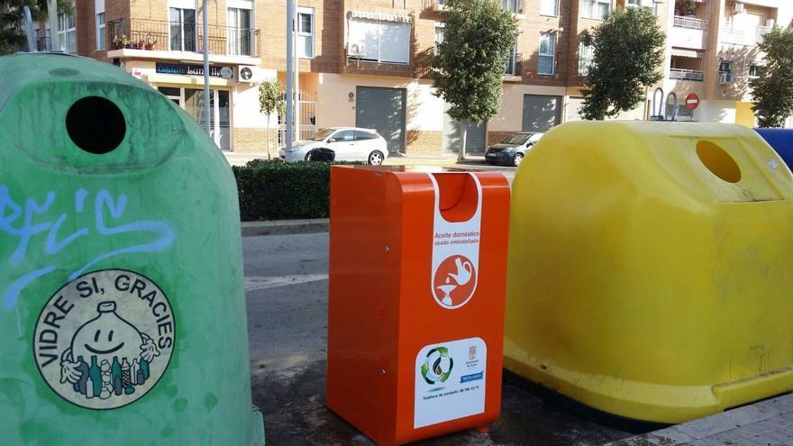 Los depósitos para la recogida de aceite usado se instalarán junto a los contenedores de reciclaje