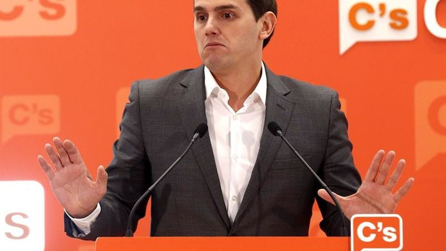 """Rivera celebra que Podemos se """"quite la careta"""" y se alíe con los comunistas"""