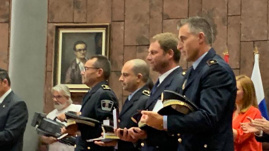 Michel Rocha Martín (primero por la derecha) en el acto de entrega de la distinción.