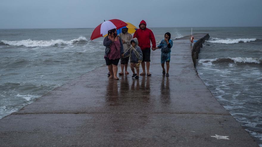 Fuerte temporal dejó evacuados y calles anegadas en Mar del Plata