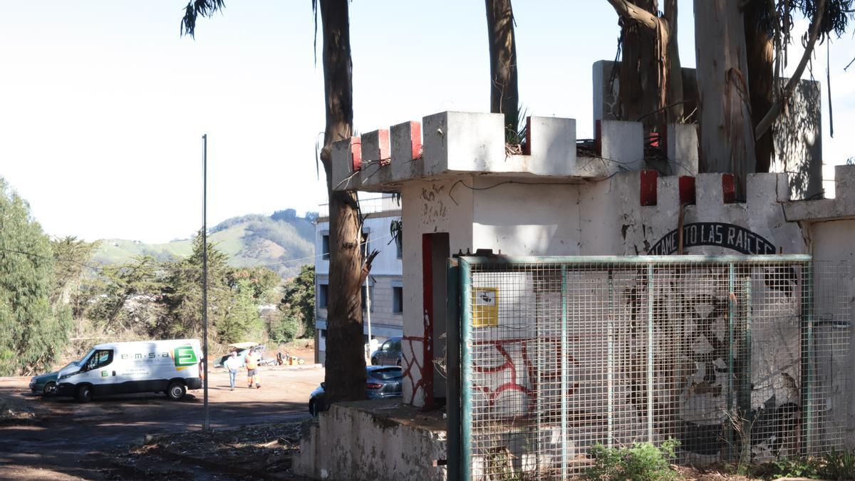Acuartelamiento de Las Raíces en La Laguna donde se preparan los campamentos para migrantes