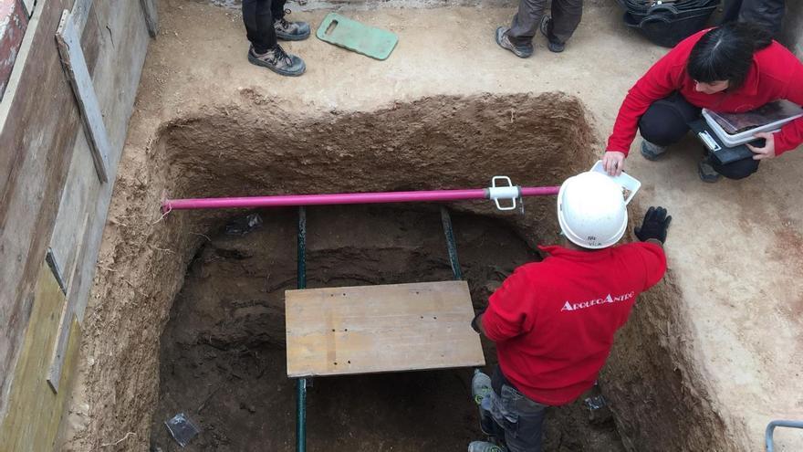 Trabajos en la fosa 115 del cementerio de Paterna