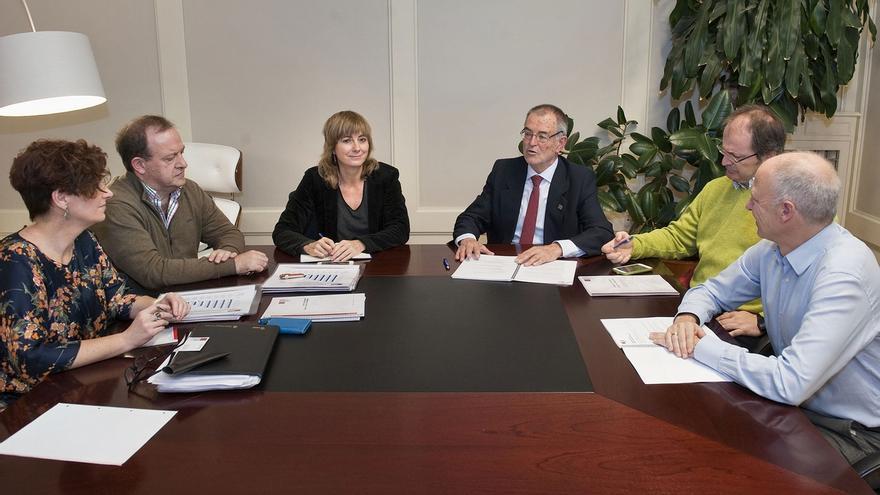 El Gobierno retoma la colaboración con Eusko Ikaskuntza para desarrollar proyectos de interés común