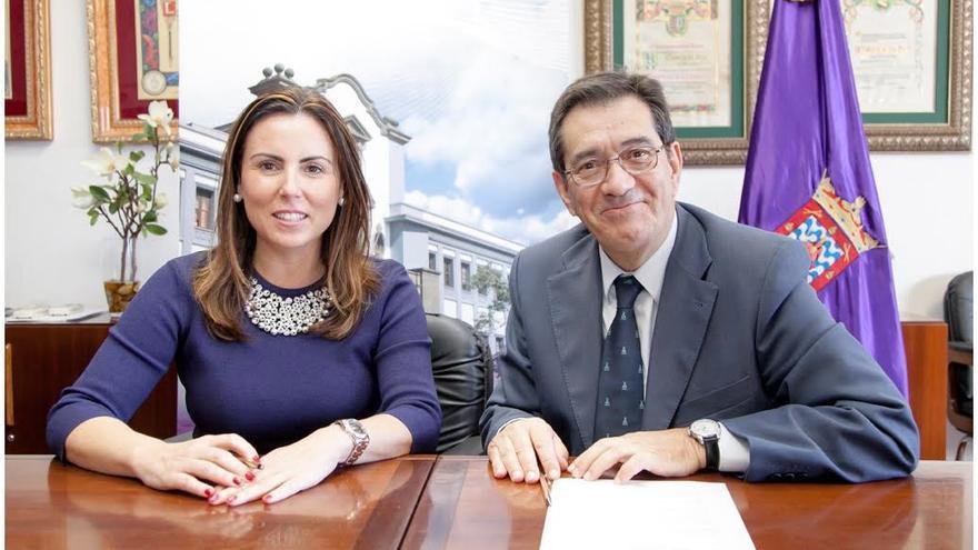 Firma del convenio entre la Universidad de La Laguna y Ecusa