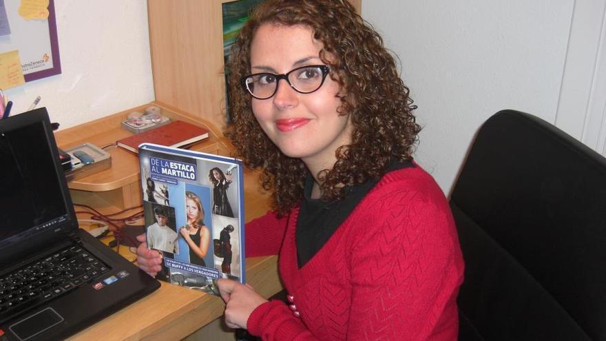 Irene Raya, coordinadora del libro 'De la estaca al martillo'