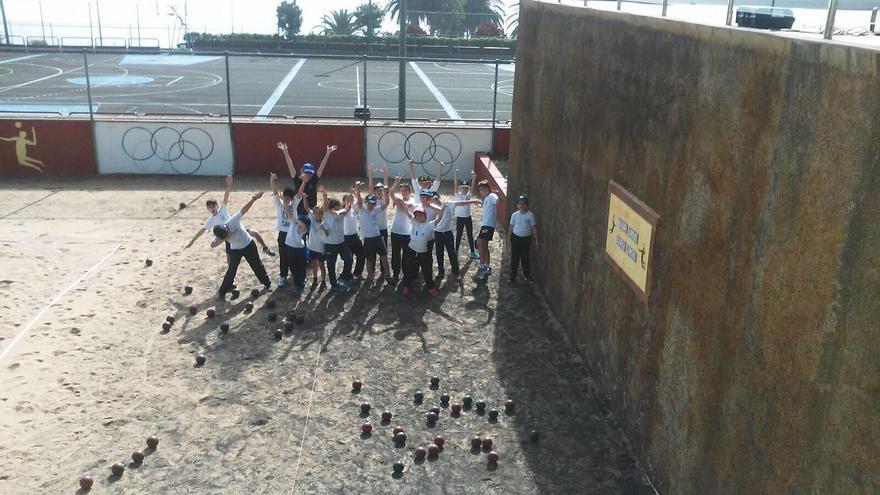 Un grupo de escolares participantes en el proyecto 'Miraflores Divierte' del Cabildo de La Palma.