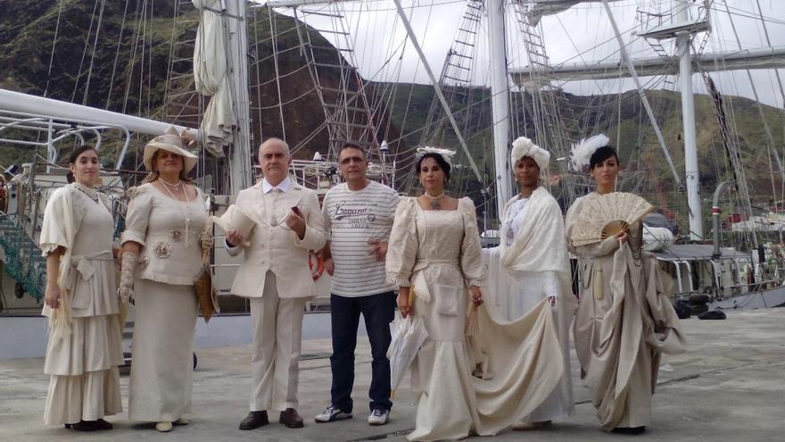 Marisol Pais (centro) junto con sus modelos en el Puerto de la capital.