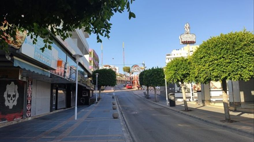 Calles vacías en Magaluf tras la publicación de la resolución del Govern que obliga el cierre de los establecimientos en diversas calles de Magaluf y Playa de Palma