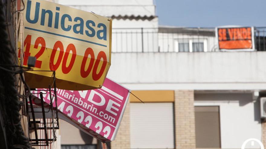 Carteles de venta y alquiler de viviendas en la ciudad | MADERO CUBERO