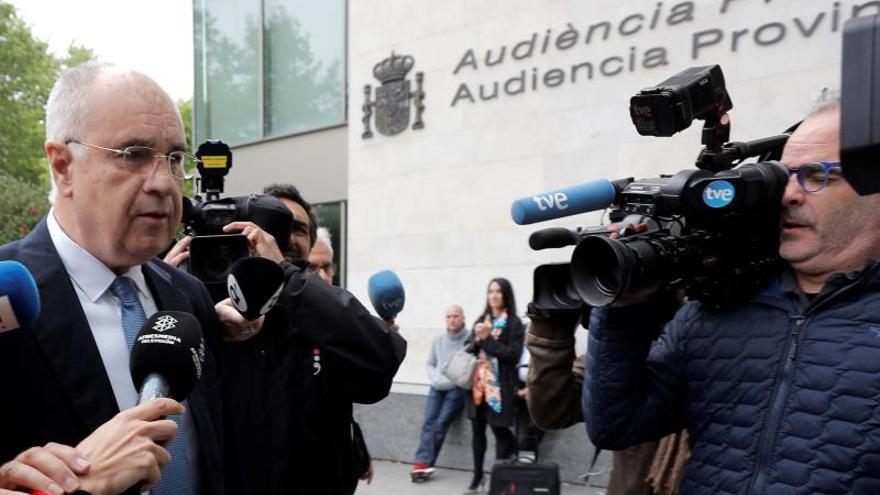 """Blasco es recibido con gritos de """"ladrón"""" a su llegada al juzgado de Valencia"""