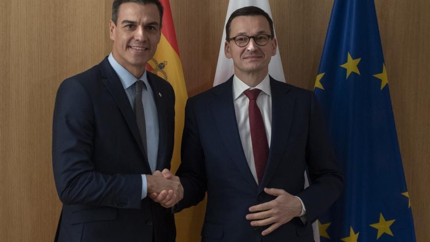 El presidente del Gobierno, Pedro Sánchez, con el primer ministro de la República de Polonia, Mateusz Morawiecki, en una foto de archivo en 2018