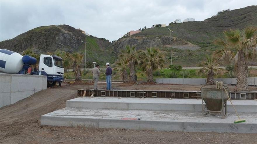 Obras de ampliación de las piscinas de La Laja. (JESÚS DE LEÓN)