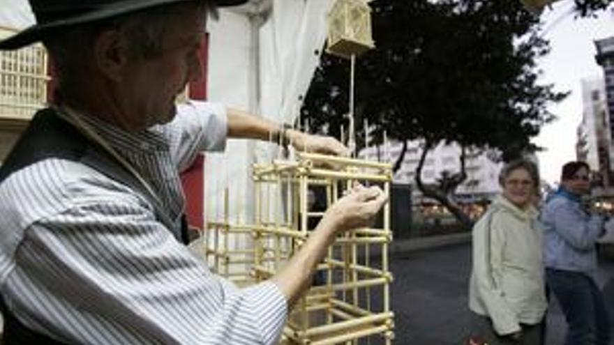 Un artesano en el Parque de San Telmo, en una edición pasada.