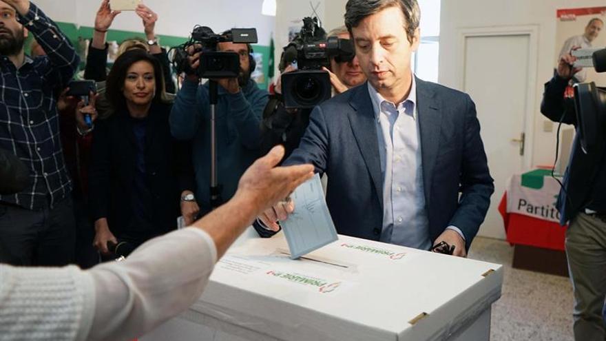 Orlando, rival de Renzi, admite victoria del ex primer ministro en primarias