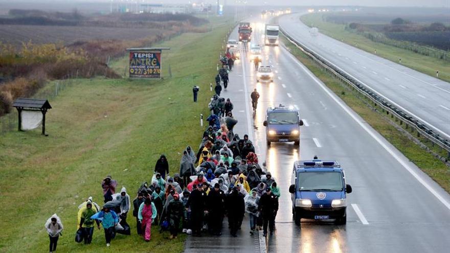La policía impide a decenas de refugiados cruzar de Serbia a Croacia