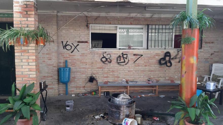 Atacan la sede de una batucada de mujeres de Sevilla con pintadas sobre Vox y Franco