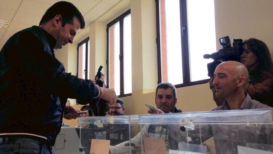 """Tudanca anima a los ciudadanos a acudir a las urnas porque """"el futuro de Castilla y León está en sus manos"""""""