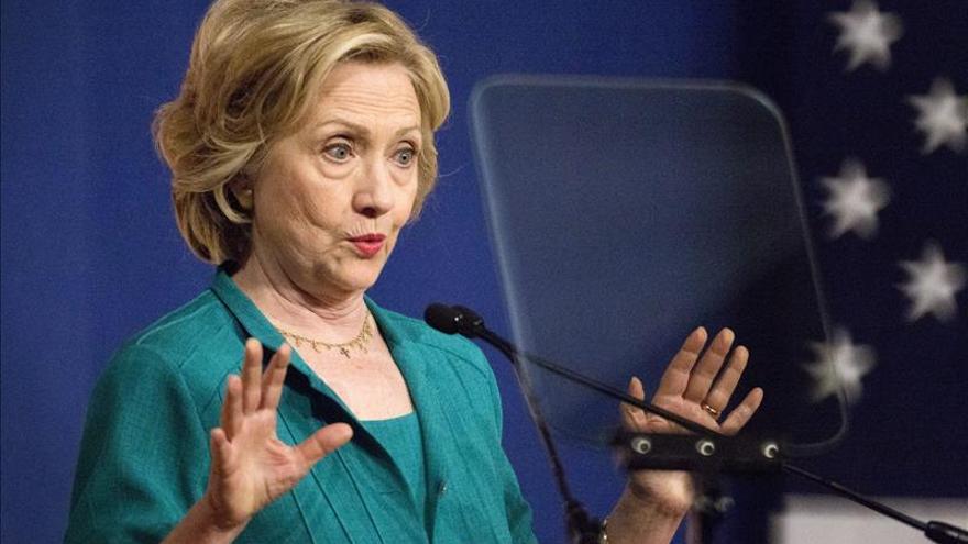 """Clinton, sobre los correos electrónicos dice que """"fue un error. Siento que ocurriese"""""""
