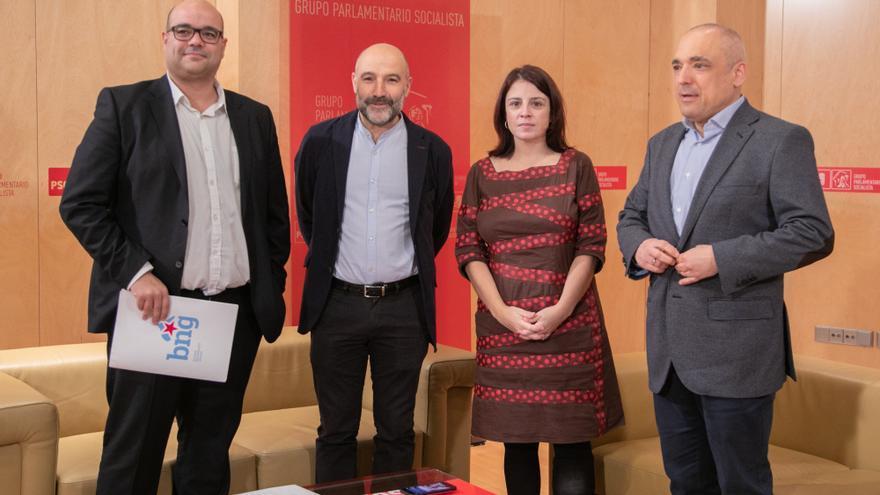 Rubén Cela, miembro de la Ejecutiva Nacional del BNG; Néstor Rego, diputado del BNG en el Congreso; Adriana Lastra, portavoz del PSOE en el Congreso; y Rafael Simancas, secretario general del Grupo Socialista.