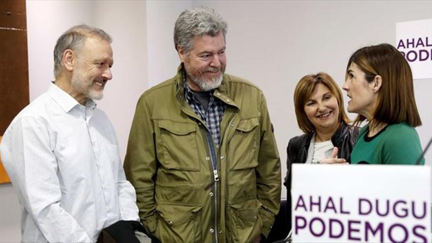 Miren Gorrotxategi junto a los diputados de Elkarrekin Podemos en el Congreso durante el acto de presentación de su candidatura