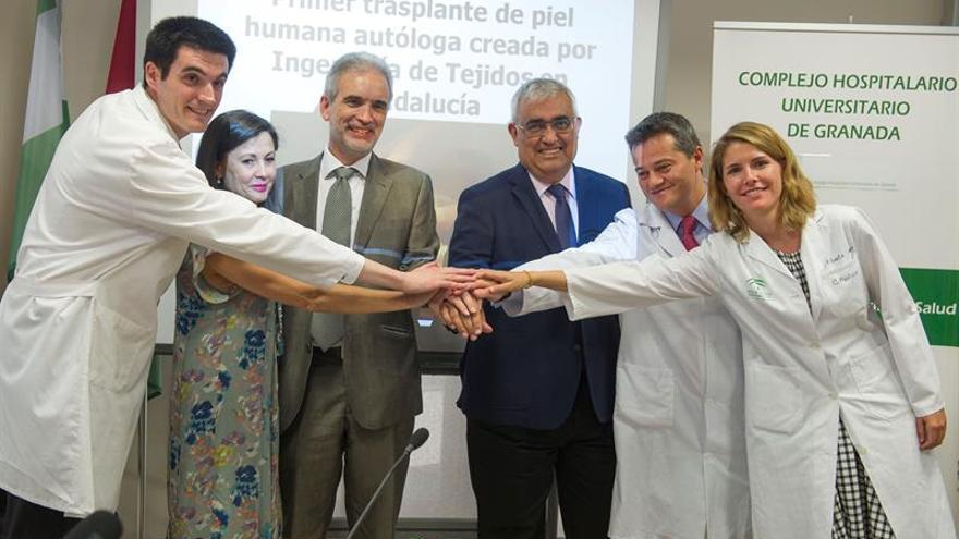 Realizan primer trasplante a mujer quemada con piel fabricada con sus células