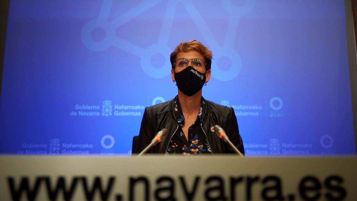 La presidenta del Gobierno de Navarra, María Chivite, durante la rueda de prensa. EFE/ Iñaki Porto