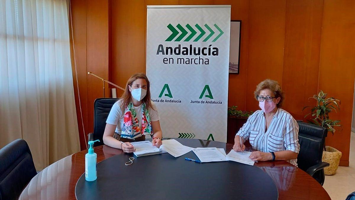Firma de la cesión de los tramos de carreteras en favor de Almodóvar del Río.