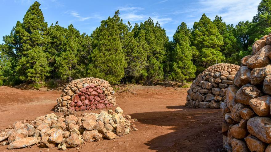 Primeros amontonamientos de piedras en la montaña de Los Lisianes.