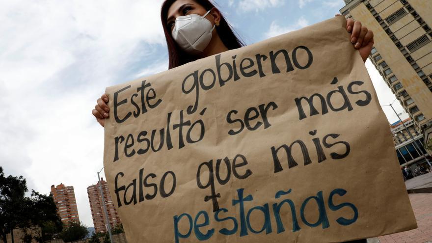 Manifestantes marchan por las calles durante una nueva jornada de protestas. EFE/ Carlos Ortega