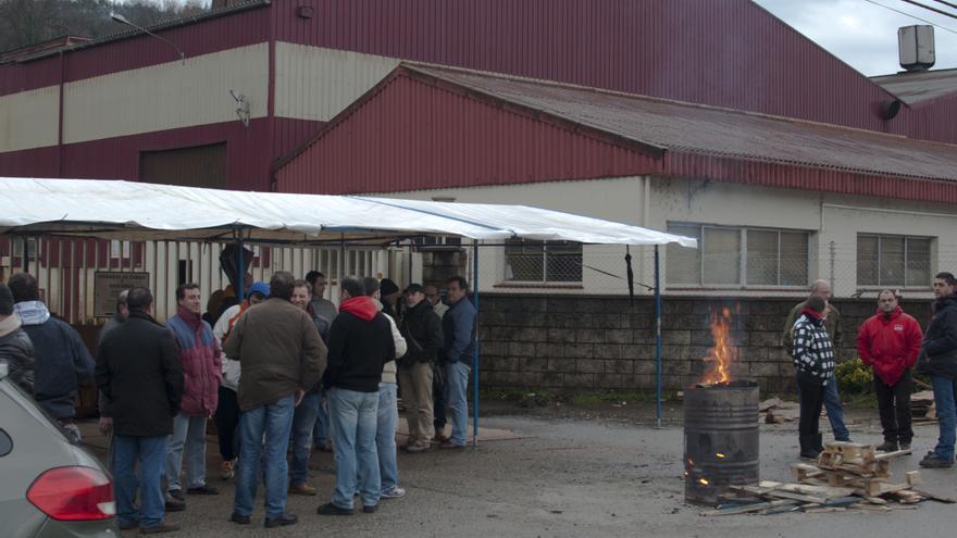 Los trabajadores de Greyco continúan en huelga después de siete semanas de conflicto laboral. JOSÉ MIGUEL GUTIÉRREZ