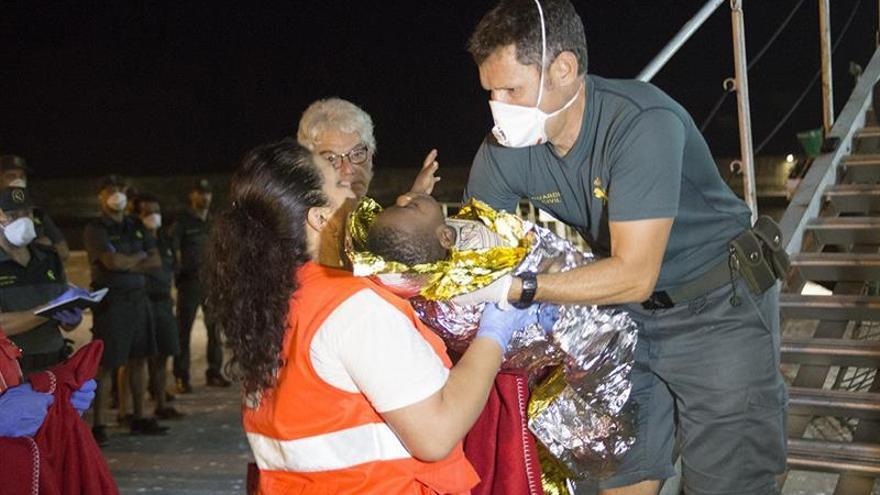 Hospitalizada una embarazada rescatada en una patera en el mar de Alborán