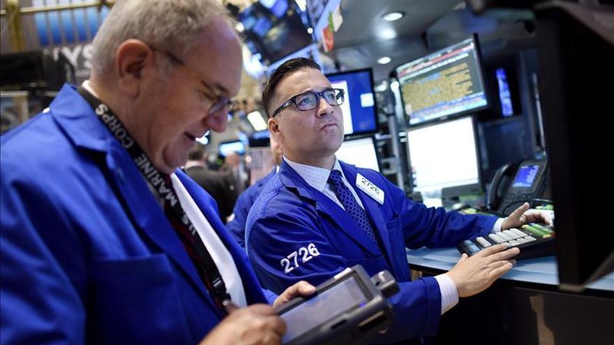 Wall Street amplía las pérdidas y el Dow Jones baja un 1,13 por ciento a media sesión
