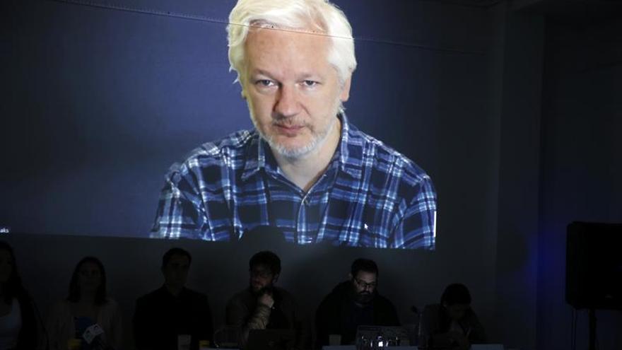 Julian Assange en una videoconferencia en Madrid