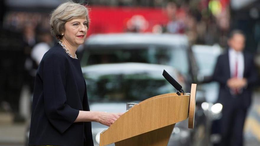 """May pide a los líderes europeos tiempo para negociar el """"brexit"""""""